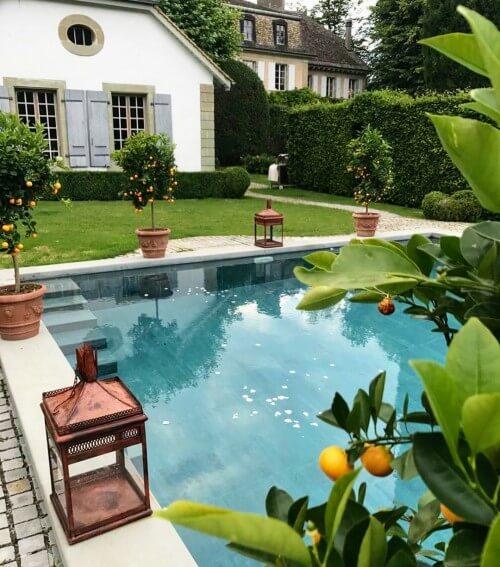 1570741720_chateaudefechy-piscine.jpg