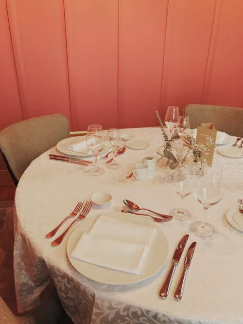 Un repas privé ou professionnel dans les salons d'une maison classée monument historique en vieille ville de Vevey